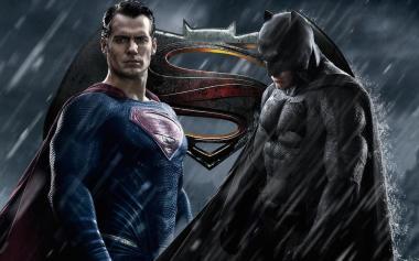 ザック・スナイダー 『バットマン vs スーパーマン ジャスティスの誕生』 スーパーマン(ヘンリー・カヴィル)とバットマン(ベン・アフレック)。