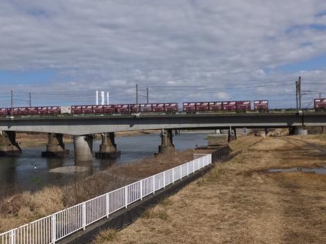 多摩川を渡るJR武蔵野貨物線