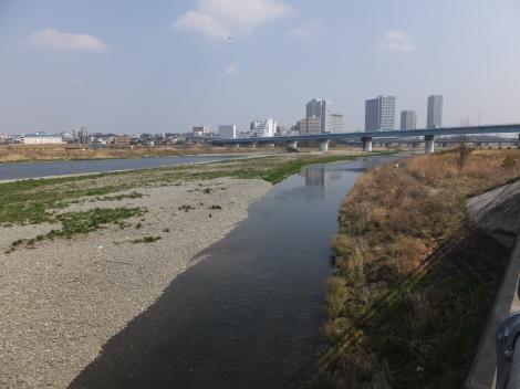 平瀬川河口より多摩川下流を望む