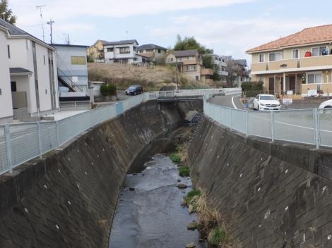 原台橋より平瀬川上流を望む