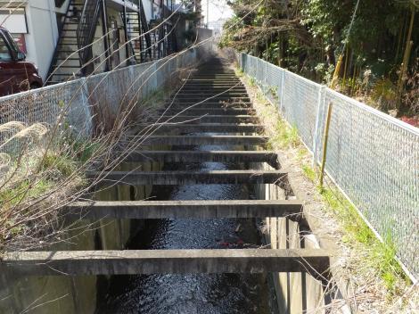 平瀬川・多摩区長沢、生田高校入口信号南