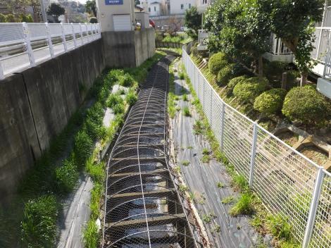 平瀬川・餅井坂バス停南付近