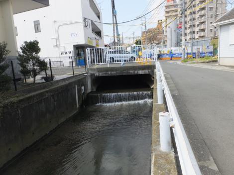 新川・鶴巻温泉駅付近