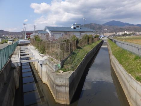 大根第10-1雨水幹線と新川が合流
