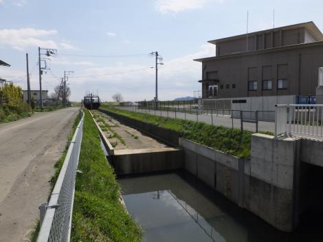 大根川ポンプ場下流の新川