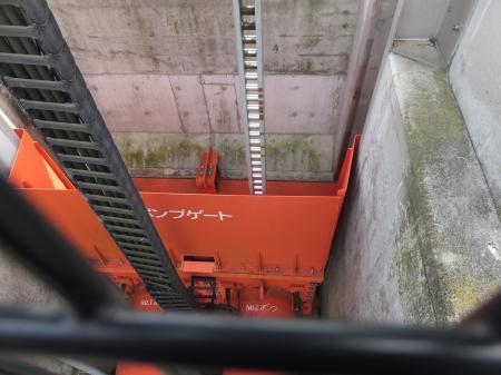 新川河口の排水樋門・ポンプゲート