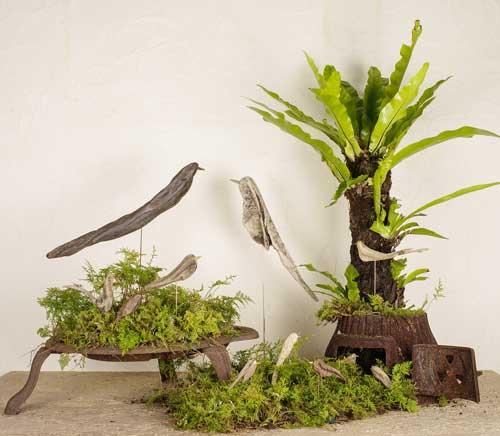 流木の鳥を薪ストーブのパーツと組み合わせて撮りました。-2
