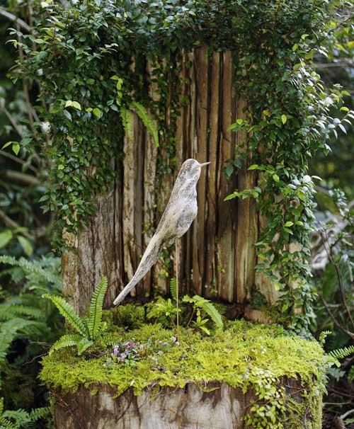 流木の鳥をみたてる