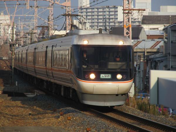特急しなの号(塚本駅)