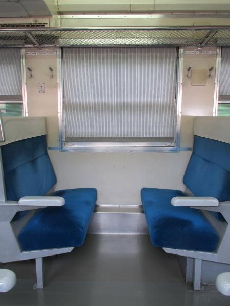 キハ48形車内2