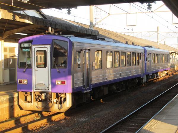 キハ120(亀山駅)
