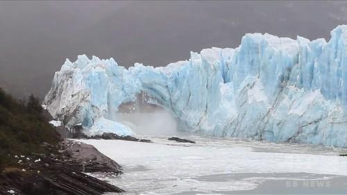 a 氷河のアーチ崩落