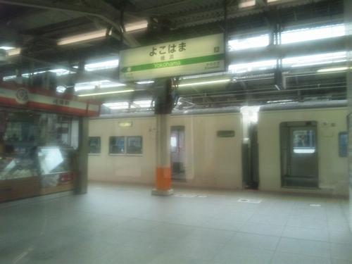 022_横浜駅駅名標
