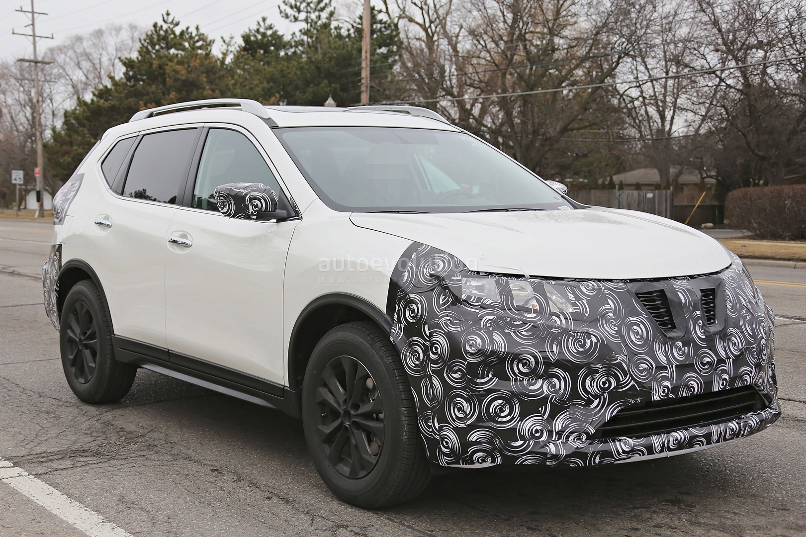 2017-nissan-rogue-spied-with-cosmetic-updates_10.jpg