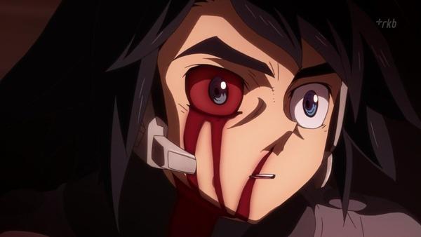 25 三日月 右目に血