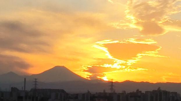 夕焼け雲と富士