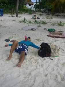 イスラムヘーレスのビーチで熟睡
