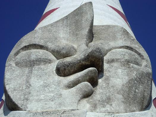 写真:太陽の塔の真ん中の顔。