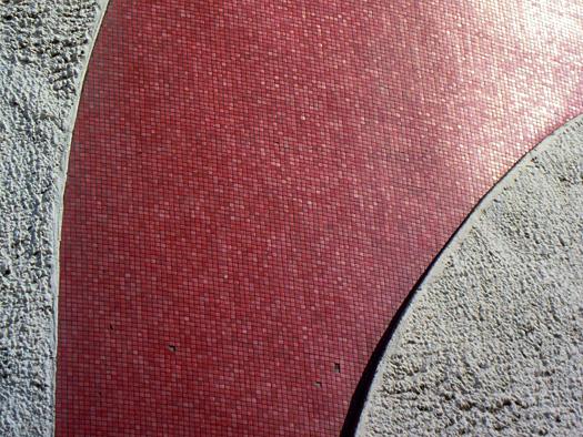 写真:太陽の塔の赤い部分のアップ。