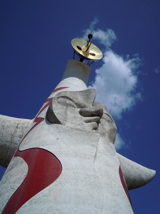 写真:太陽の塔を左から。