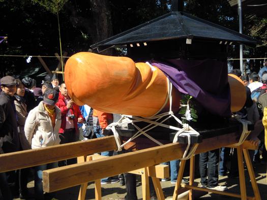 豊年祭の神輿。