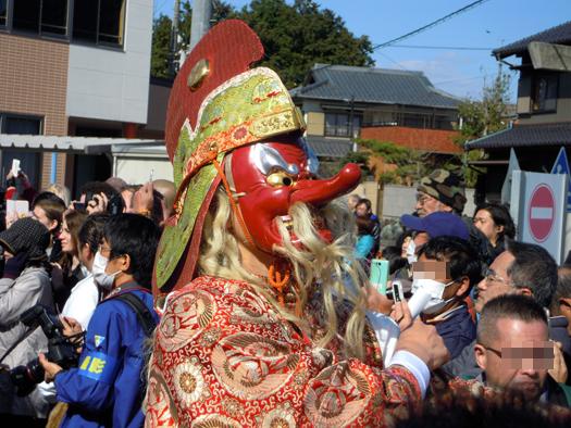 豊年祭の御輿行列の天狗みたいな。