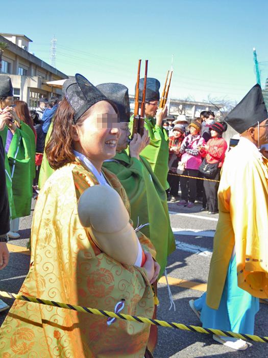 豊年祭の巫女さん。