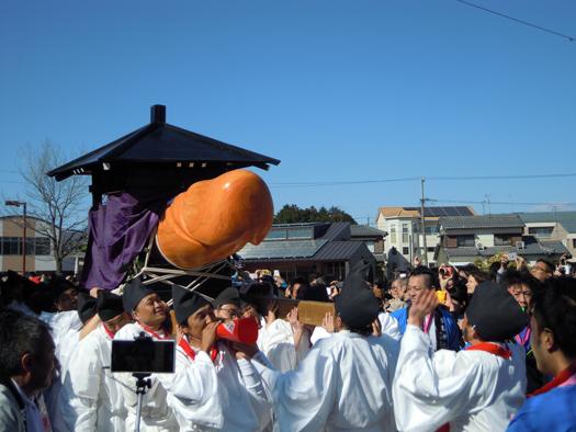 豊年祭の御輿行列の写真2。