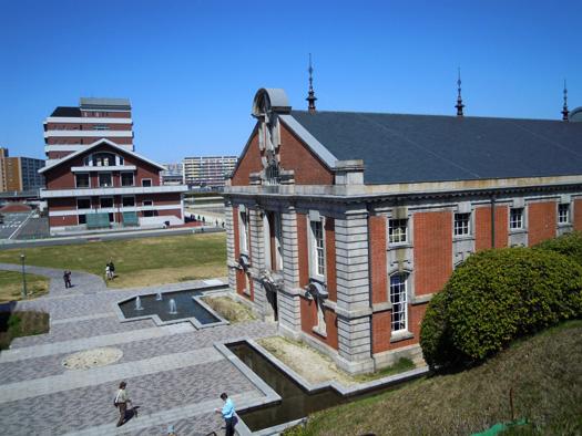 鍋屋上野浄水場の建物。
