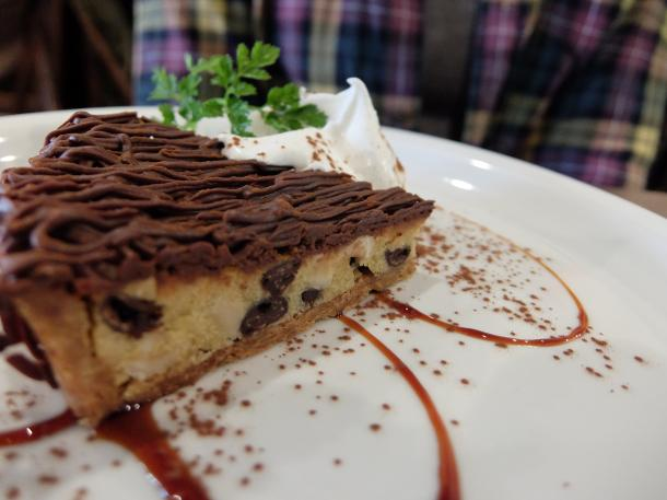 有機ヘーゼルナッツとチョコレートのタルト