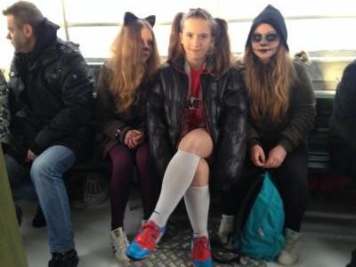 街に向かう女の子たち