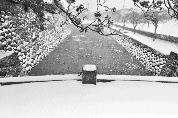 雪の石田城内堀