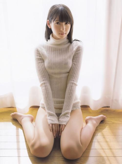 松岡菜摘「等身大の私」初写真集が発売 水着姿など披露