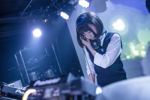 ロリロリコスプレイヤーのあんにゅい豆腐ちゃん(18)が初DJ