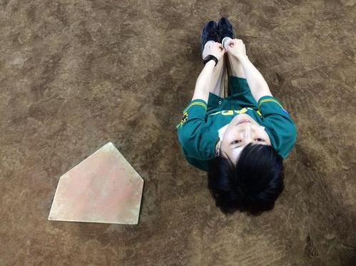 NMB48木下春奈が山本彩のシュールな写真を投稿して話題に 「あれ?ホームベース2つある」