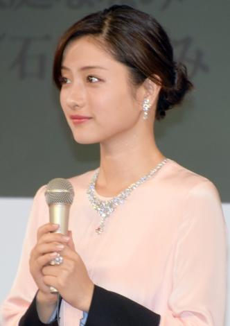 女優の石原さとみ(28)が『第3回ウーマン オブザイヤー』受賞