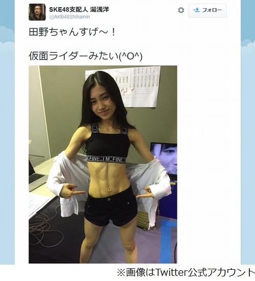 田野優花バキバキの腹筋披露 「仮面ライダーみたい」