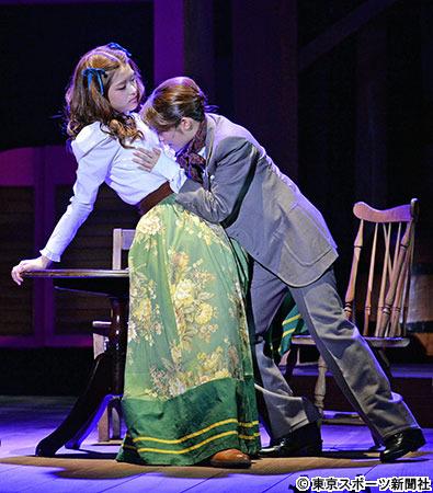 松村沙友理が桜井玲香と舞台で初ラブシーン 「すごく緊張した」