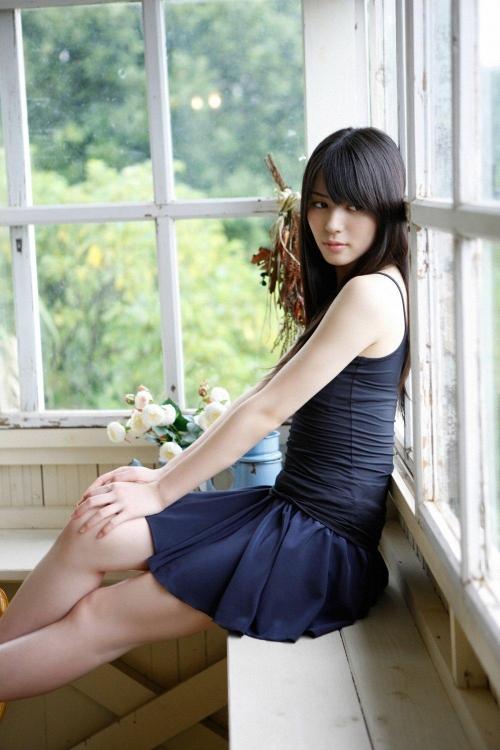 矢島舞美のアイドルなのにアイドルの感じがしない美しい画像が欲しいです。