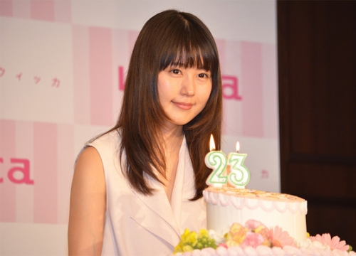 有村架純 23才の誕生日にコラボ時計発表でにっこり笑顔