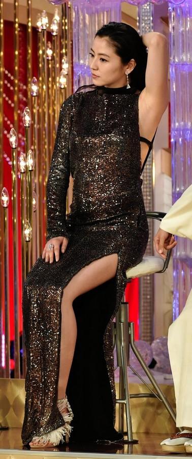 長澤まさみ超セクシードレスで登場…「ダメ男好き?」に笑顔、日本アカデミー賞