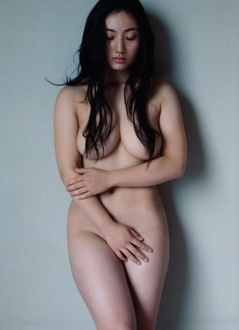 紗綾はオールヌードになったのに乳首を修正で消してるのが勿体無いよな