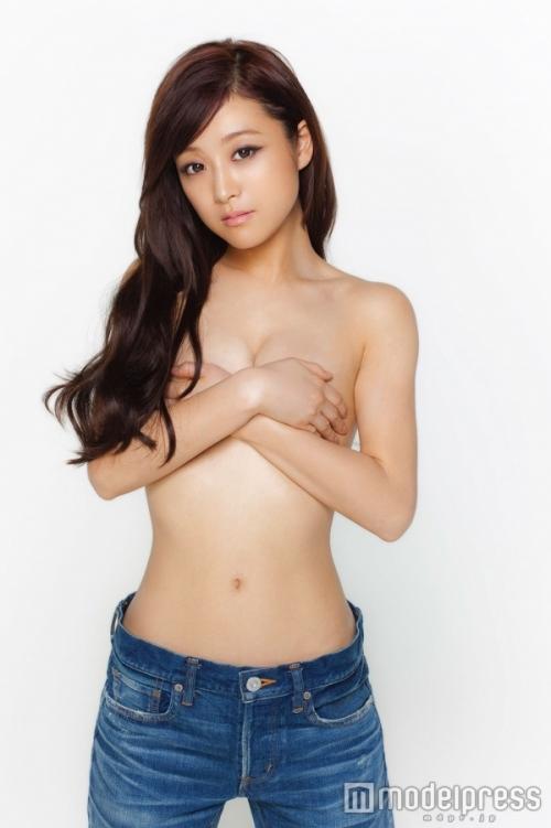 鈴木奈々、初の大胆セミヌード披露! 「今年はどんどん脱いでいきたい!」