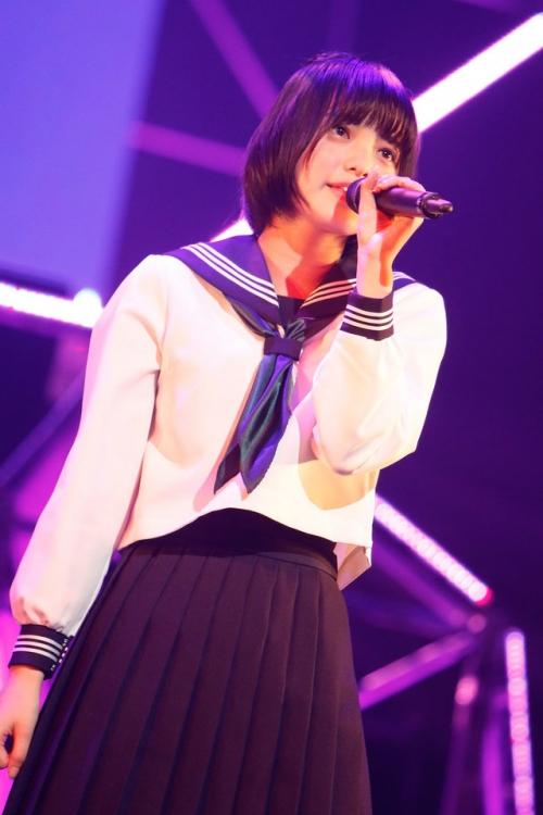 大型ルーキー現る?!欅坂46センター・平手友梨奈(14歳)の圧倒的なオーラをまゆゆも絶賛!