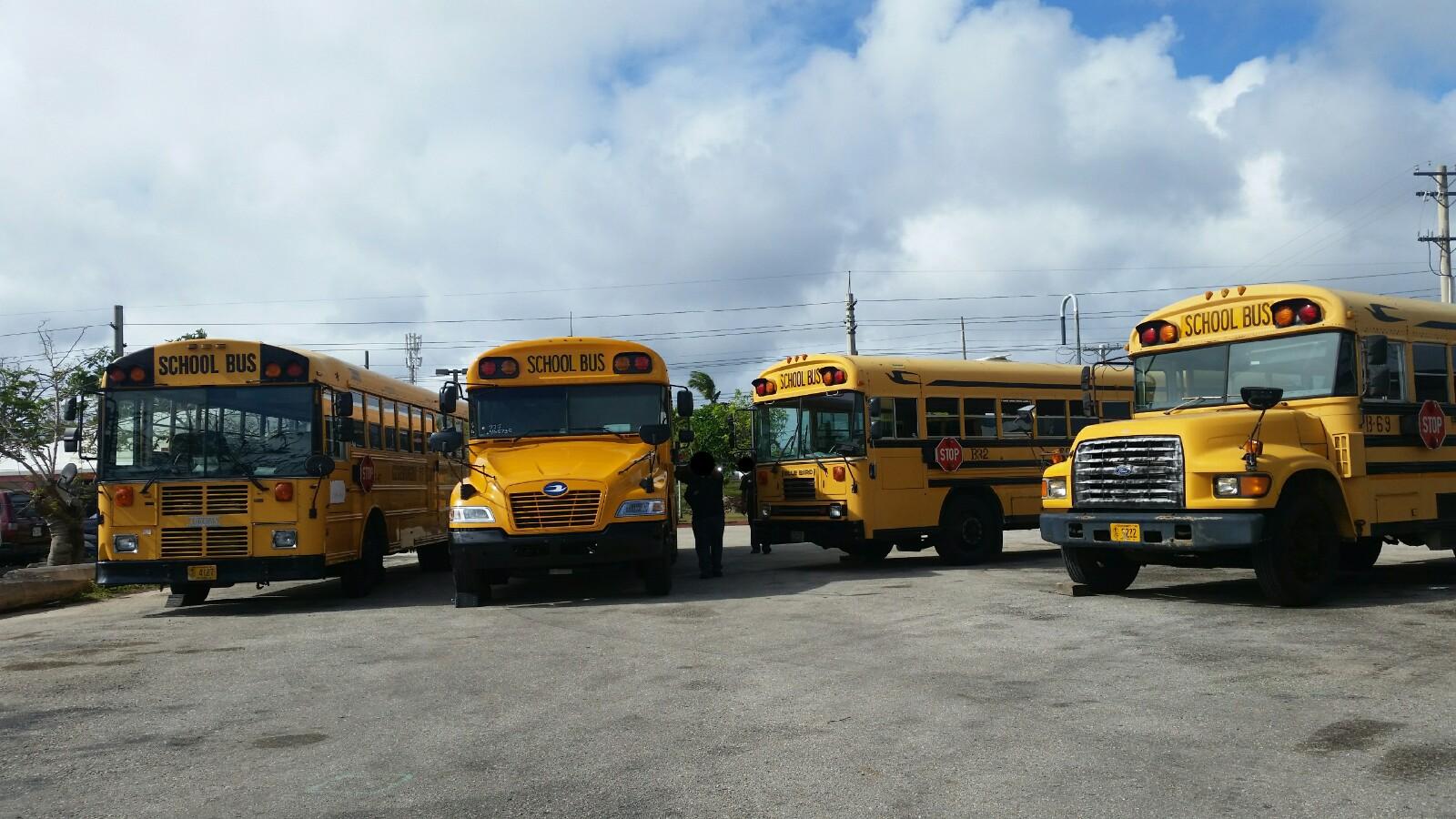 アメリカグアムスクールバス