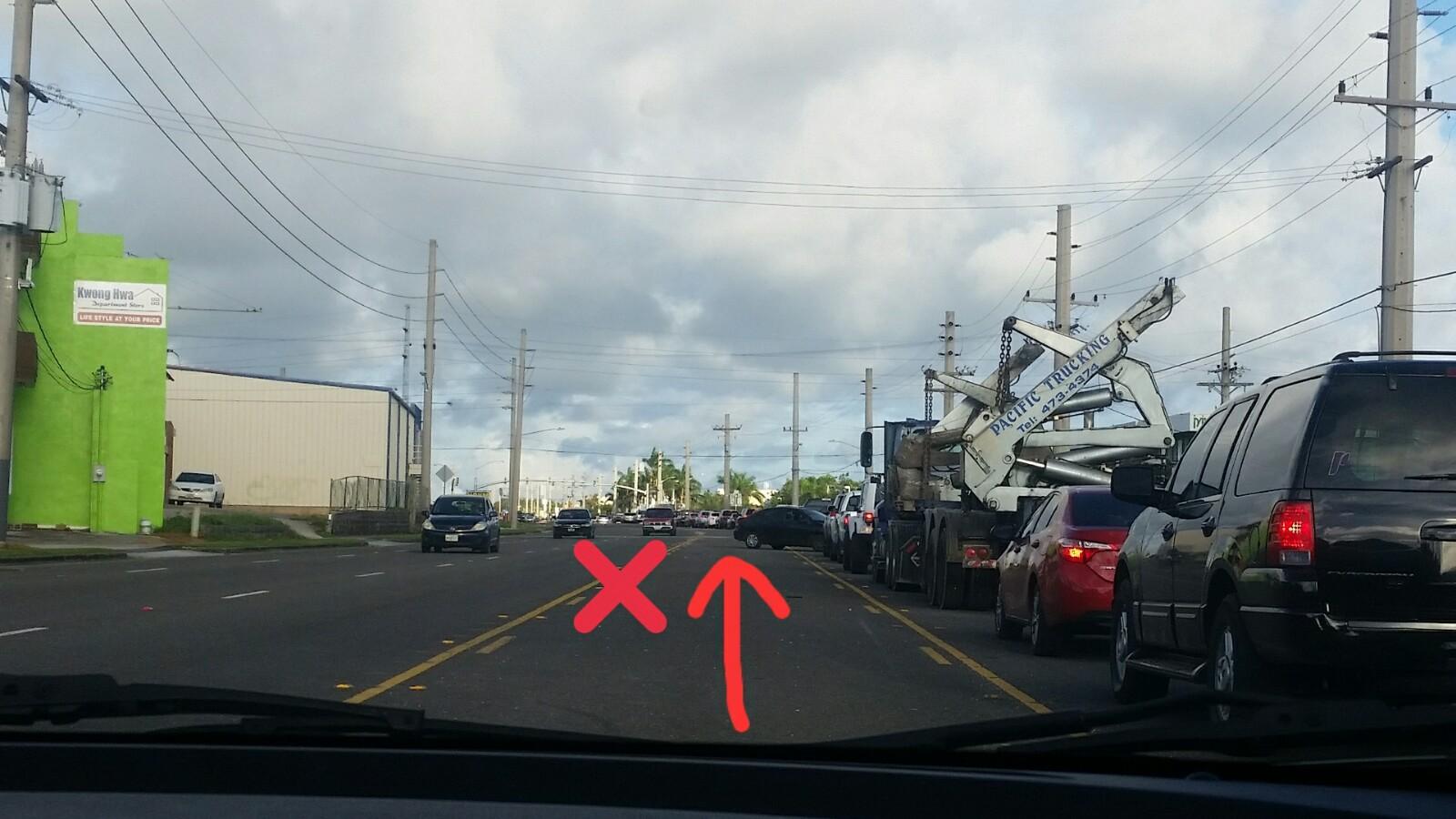 アメリカグアム中央車線センターレーンルール使い方直進不可