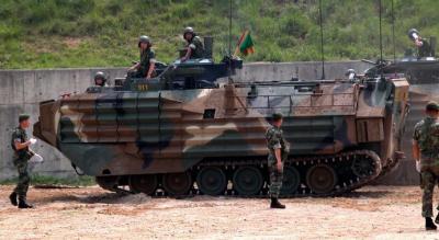 韓国海兵隊 装甲車 海水で腐食 機銃弾が貫通