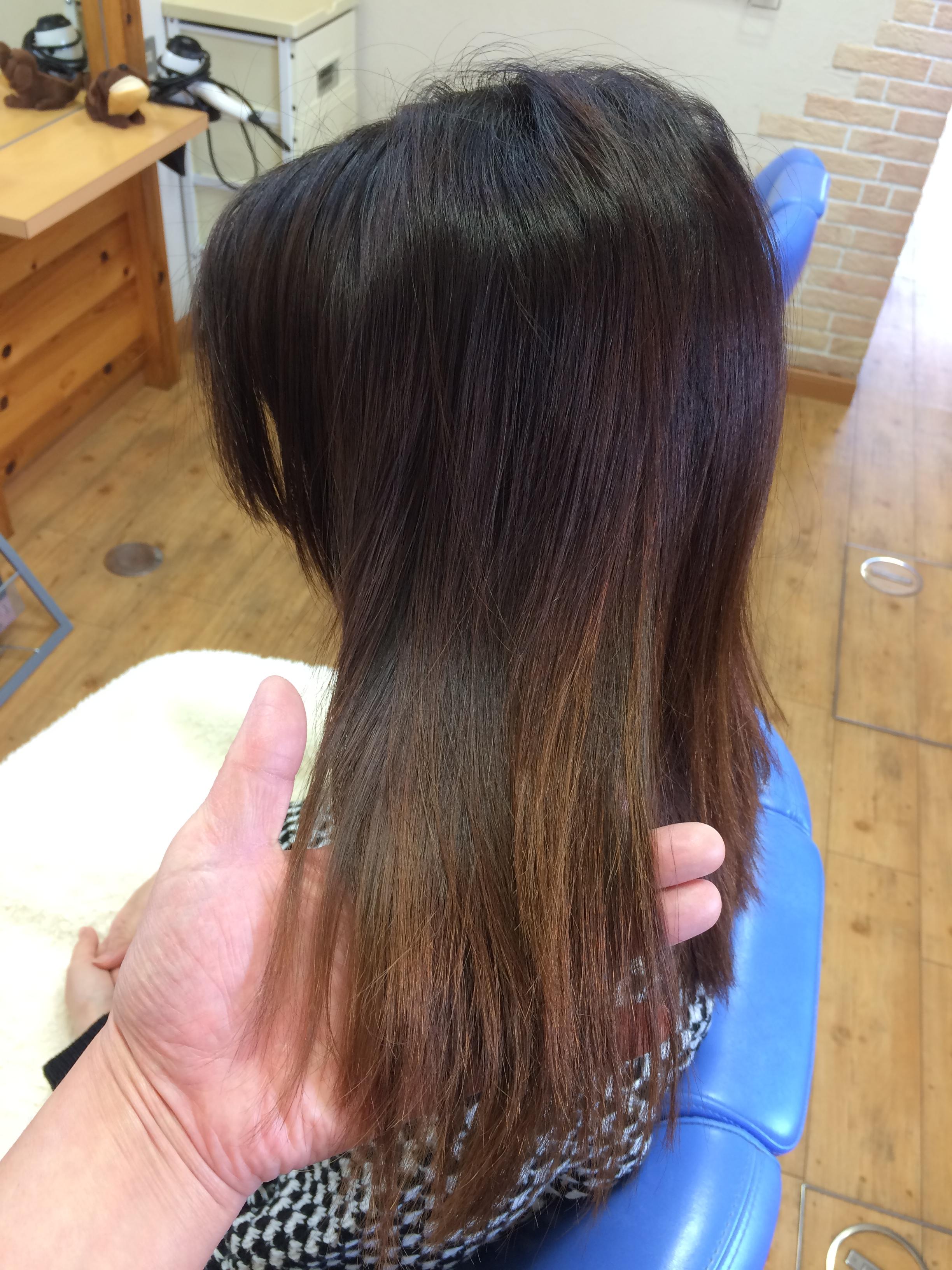 女子高校生の毛先ビビリ毛と根元のクセ髪