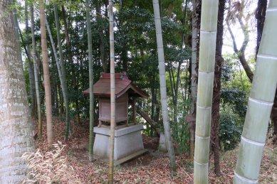 屋敷神at村の裏側の道