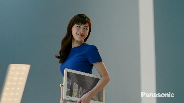 パナソニックのCMでニットを着た綾瀬はるかの着衣巨乳